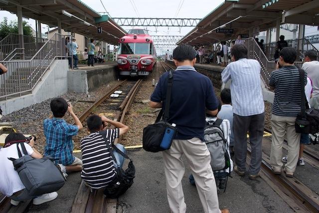 090822 三柿野駅撮影光景