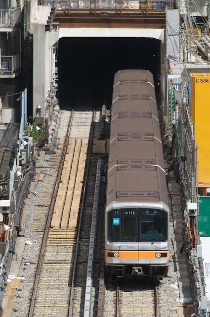 090906 トンネルを出る銀座線