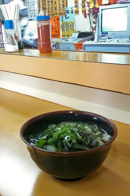 090922 三沢駅の山菜そば