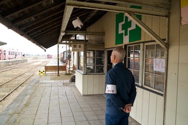 091031 てるてる坊主の下がる若柳駅