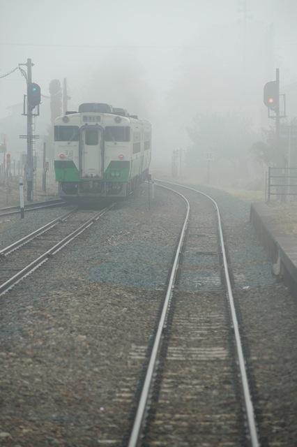 091101 霧の中に消えてゆく上り列車