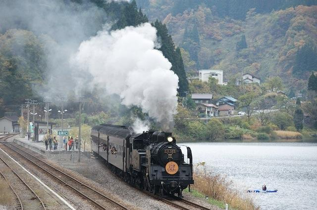 091101 上りSL会津只見号を見送るカヌー