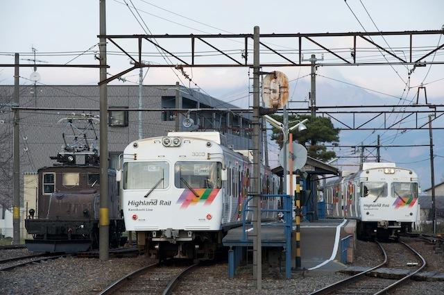 091128 新村駅交換風景
