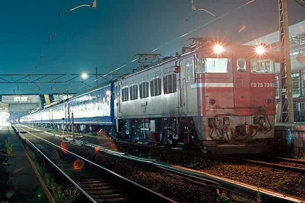 910817福島駅停車中の下り急行八甲田