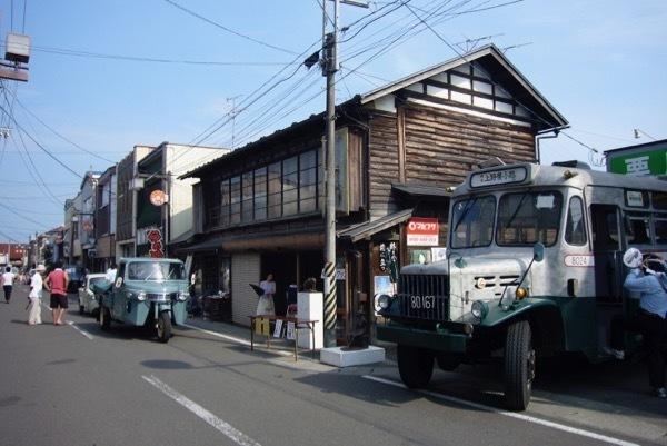 栗駒六日町商店街ボンネットバス