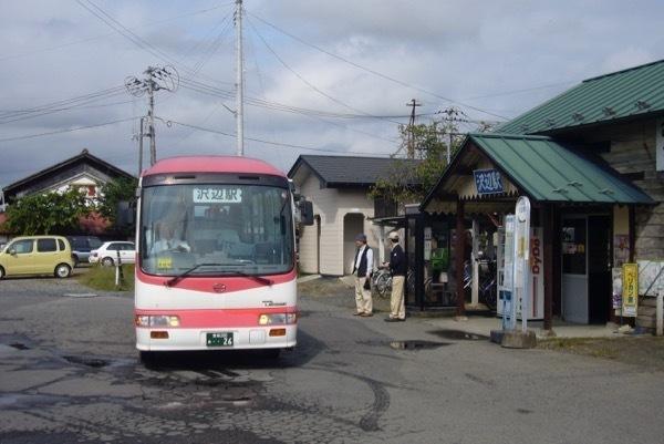 060930沢辺駅前の宮交栗原バス