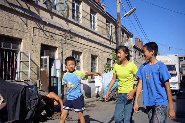 070922市場街裏通りの子供達
