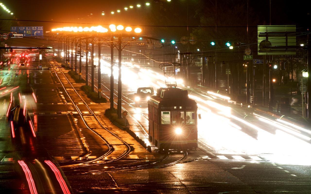 090322 光跡の中の路面電車