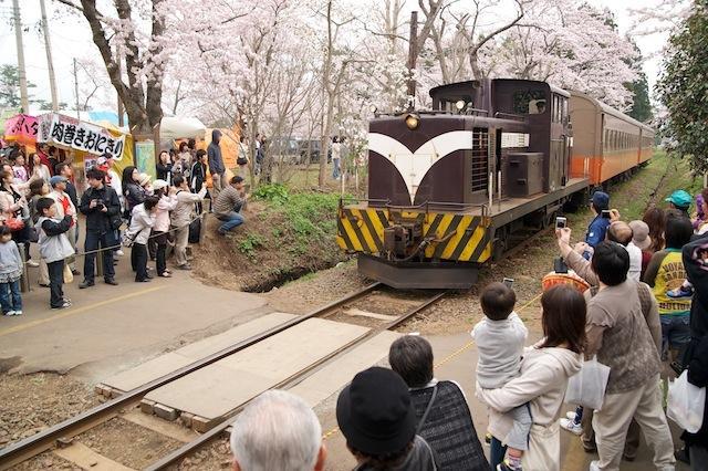100504 芦野公園駅に入るストーブ列車