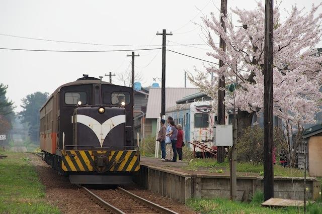 100505 嘉瀬駅に入る客車列車