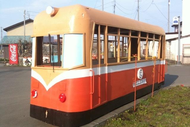 100502 七戸駅入口の「レールバス」