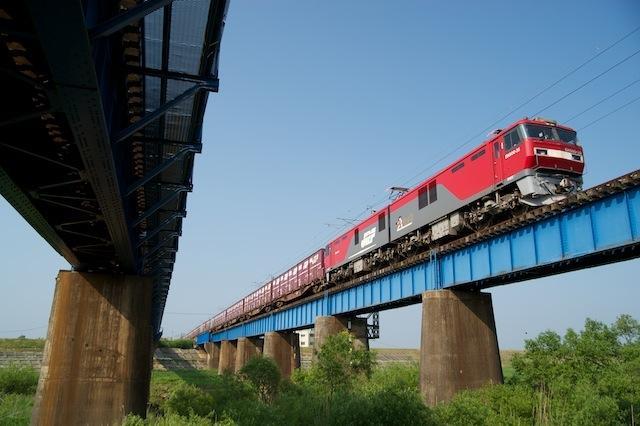 100612 吉田川を渡る2082列車