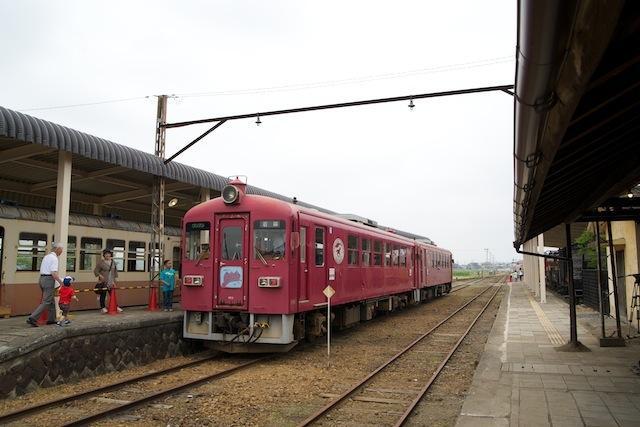 100613 発車を待つくりでん乗車会一番列車