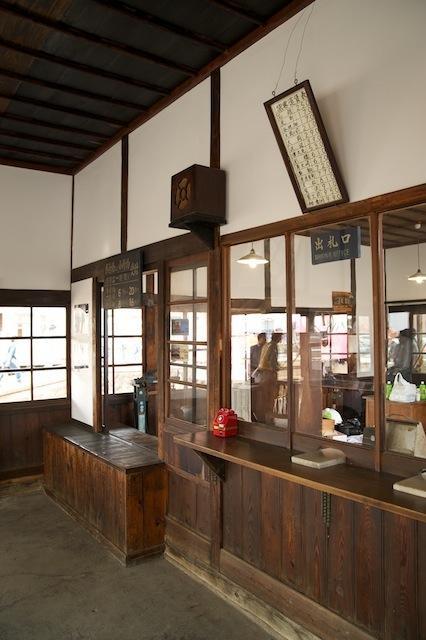 100613 若柳駅待合室