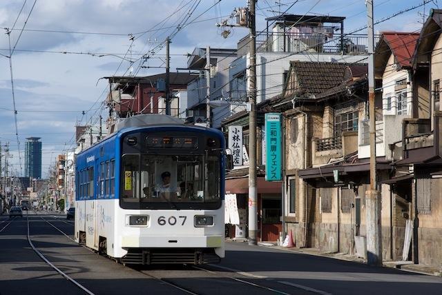 100704 帝塚山三丁目付近を走るモ607