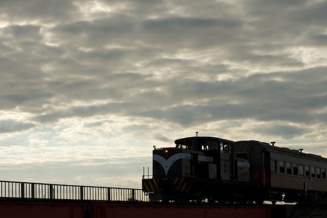 100806 嘉瀬近くの鉄橋にかかる客車列車