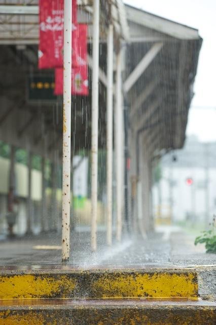 100809 雨の中央弘前駅ホーム