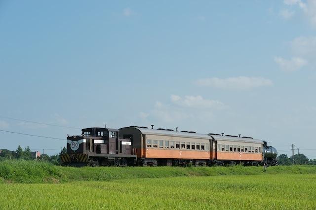 100828 津軽飯詰付近を走る混合列車