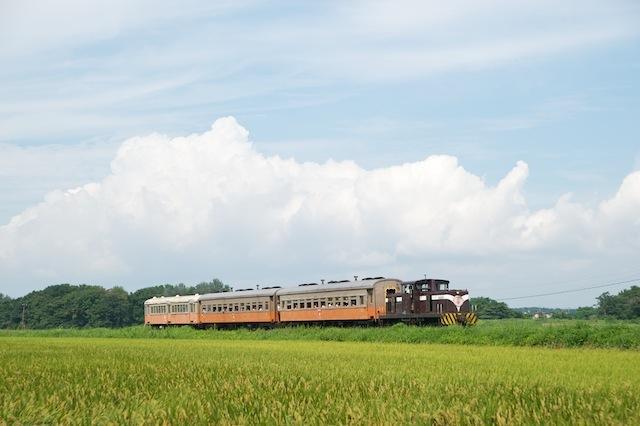 100829 川倉付近を走る客車列車