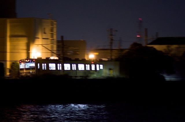 100903 海芝浦を発車する鶴見行き最終電車