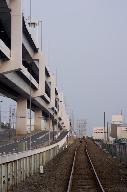 100912 浮島橋へ上る線路