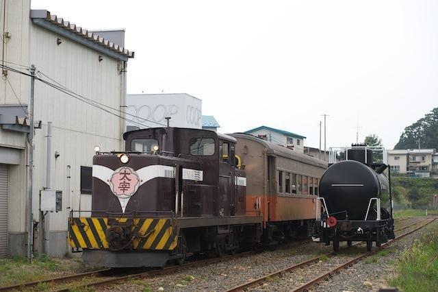 100918 客車を機回し線に回す津鉄DD53 2