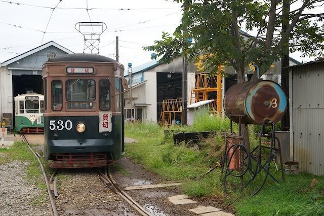 100919 駒場車庫の530号車と811号車