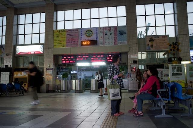 101123 台東駅待合の様子