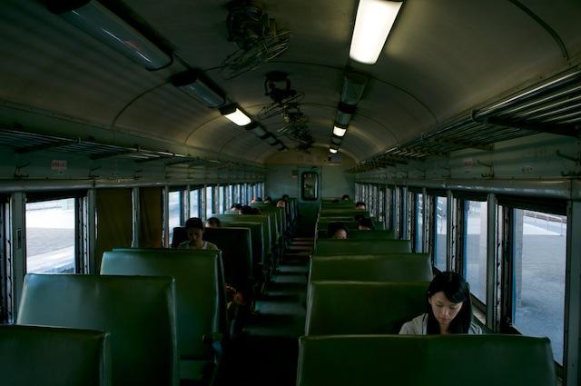 101123 発車直前のSPK32609車内