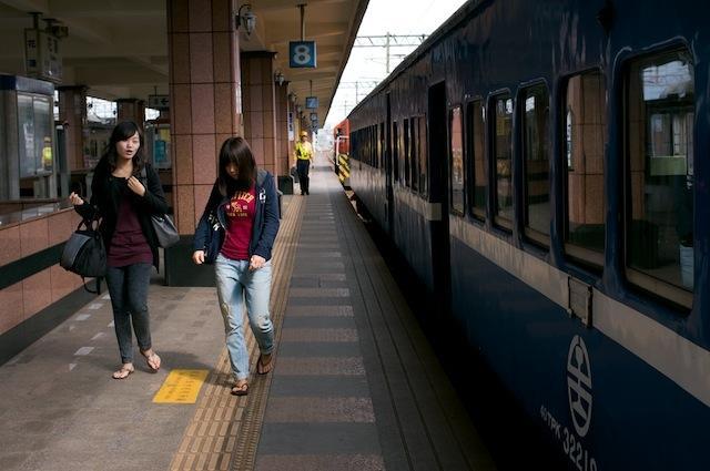 101123 花蓮駅に到着した200次普快車