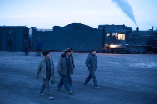 091228 西駅に降りてきた炭鉱労働者