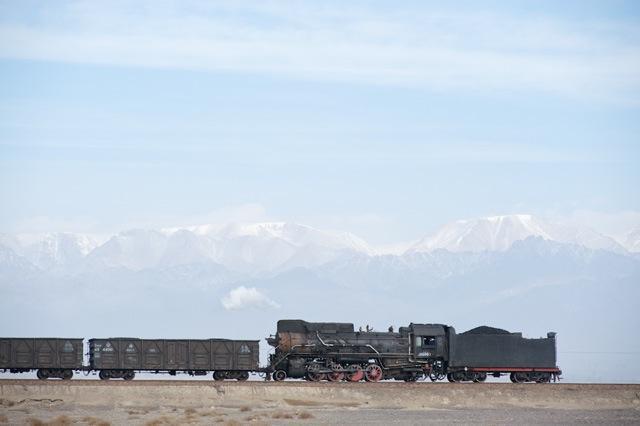 091229 柳樹泉に向かう三道嶺煤業の列車