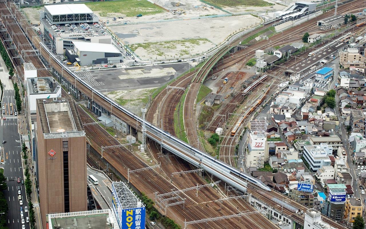 070716 ミッドランドスクエアから見た500系新幹線