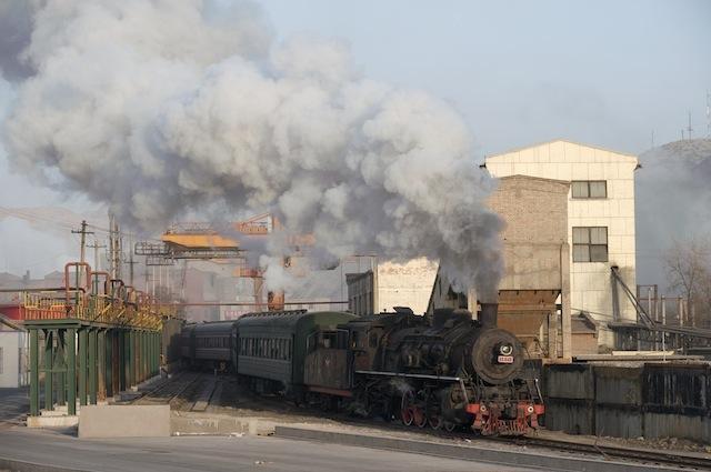091230 三冶錬を発車する上り客車列車