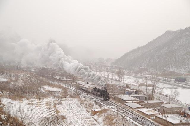 100101 発電所に向かう貨物回送列車