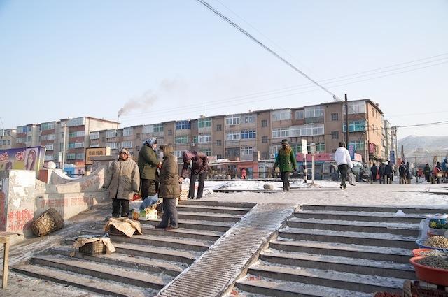 100102 黄甲駅ホーム脇踏切の階段