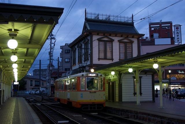 100212 76号車の停まる道後温泉駅