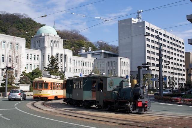 100213 愛媛県庁前を走る坊ちゃん列車