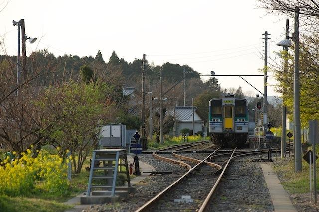 100322 線路終端から上総亀山駅を望む