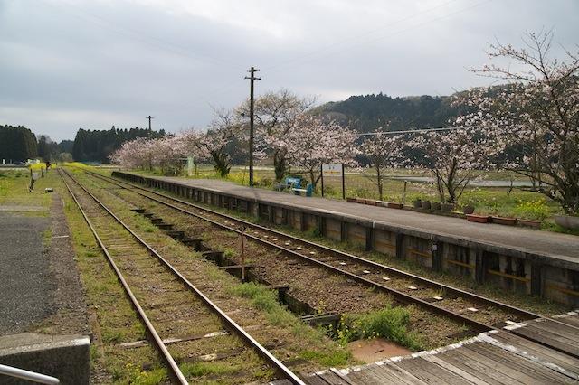 100404 国吉駅ホーム