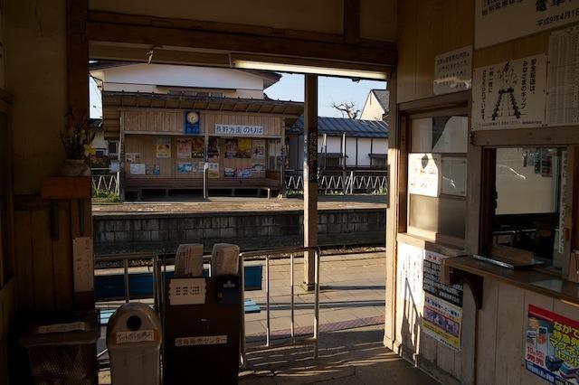 100425 桐原駅改札口