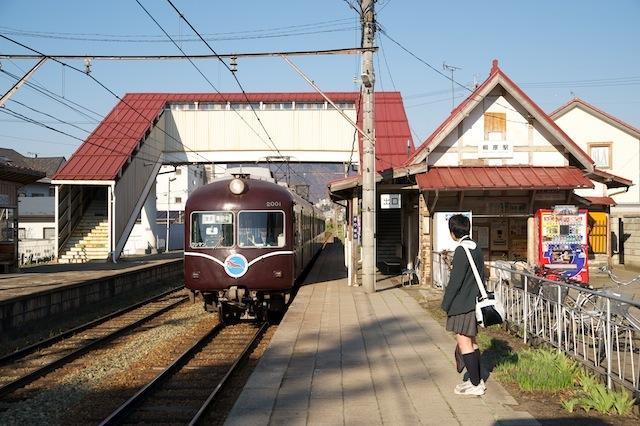 100425 桐原駅に入る長野電鉄2000系A編成