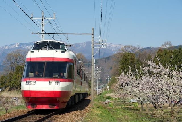 100425 桜沢〜都住を走る長野電鉄1000系「ゆけむり」
