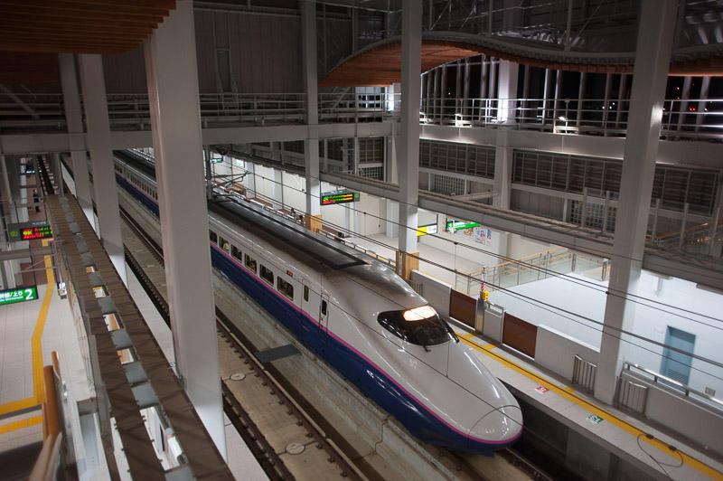 101205 下り列車入線の七戸十和田駅