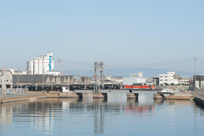 101219 末広橋梁を渡るセメント列車