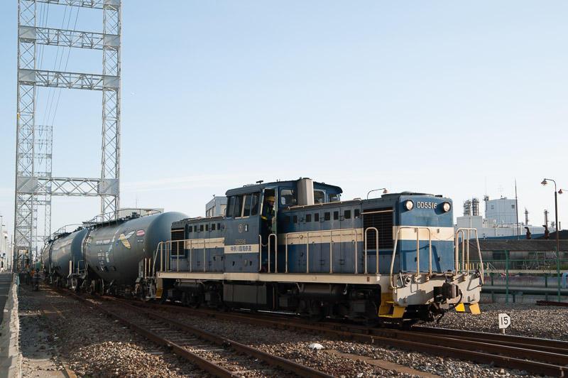 101225 専用線から末広町駅に入る貨物列車