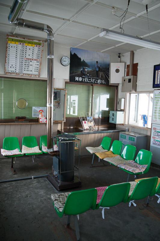 101231 天塩中川駅待合室