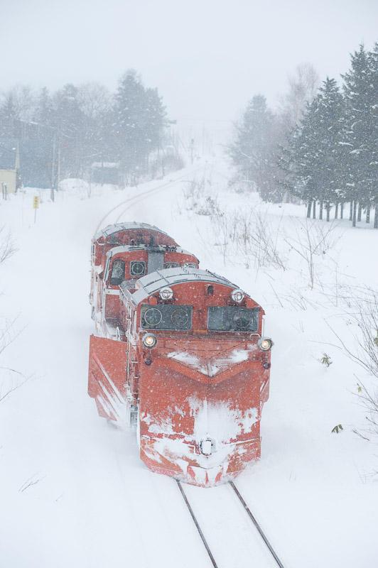 101231 天塩中川駅を背に走るラッセル車