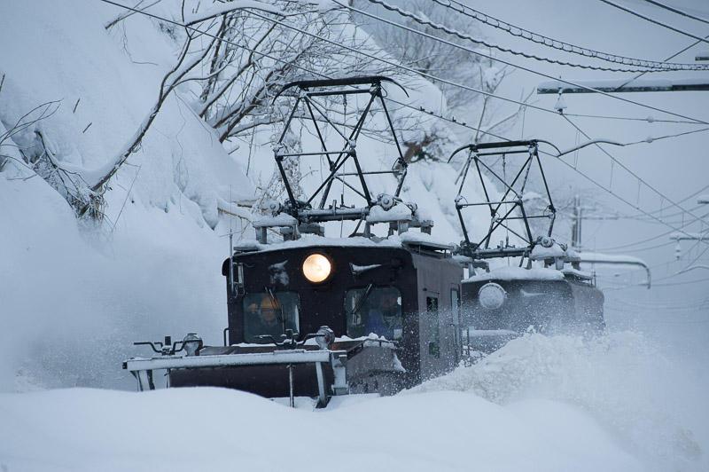 110129 雪壁の向こうを走るえち鉄ラッセル