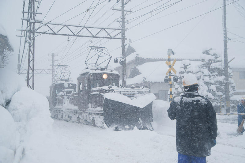 110130 永平寺口駅で転線するラッセル車